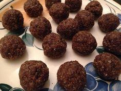 Taateli energiapallot   - pohjana mustikka-chia-kookoskakkuun