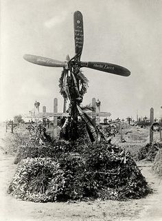 World War I, eastern front. Grave of two German fliers. A propeller with inscriptions serves as a cross. Jaroslaw, Poland, 1915