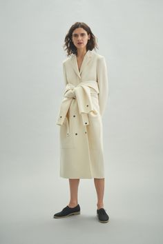 Theory Pre-Fall 2019 Fashion Show Collection: See the complete Theory Pre-Fall 2019 collection. Look 18 Womens Fashion Stores, Fashion Brands, Black Women Fashion, Girl Fashion, Fashion Ideas, Runway Fashion, Fashion Inspiration, Fashion Dresses, Chic Outfits