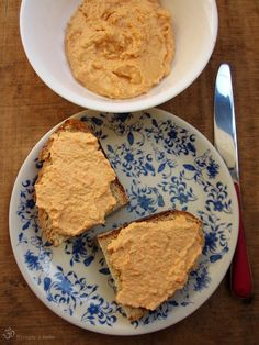 Carrot-chickpeas and cashew spread / Mrkvovo-cicerovo-kesu natierka Plant Based Recipes, Raw Food Recipes, Hummus, Entrees, Carrots, Paleo, Appetizers, Snacks, Eat