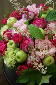 centerpieces with pink and green flowers | Pink and green centerpiece