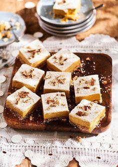 Deze gebakjes lijken lief en klein, maar ze vullen enorm. Ik maak ze nóg feestelijker met een dot kokosroom, vers fruit of zelfs chocolade on top. Nomm! Foto: Lieke Heijn / Pim Janswaard @www.cameron-studio.nl