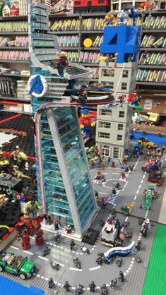Lego Superhero city: Avengers tower and Four Freedoms plaza - Visit to grab an amazing super hero shirt now on sale! Lego Spiderman, Lego Marvel, Lego Modular, Lego Design, Legos, Superhero City, Lego Iron Man, Van Lego, Lego Display