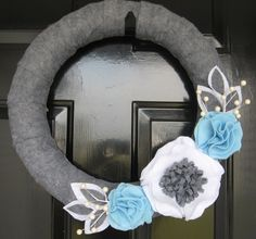 Winter wreath made by the1sthundred.com and featured on decorating sites.