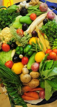 Today's Tips: How can you have any vision if you don't eat yer veggies?!  Antioxidants are very important for eye health and vision, they can help reduce the risk of chronic eye diseases, including age-related macular degeneration (AMD) & cataracts.   Lutein & zeaxanthin are two types of potent antioxidants. Eat foods loaded with lutein and zeaxanthin such as: spinach, corn, broccoli, kale, grapes, squash, kiwi & eggs!