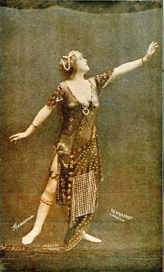 Another view of actress Hasonia in assiut costume.  Photo by the Rembrandt Studio of Chicago, c. 1920.