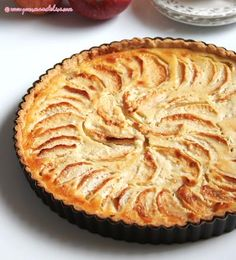 Tarte normande  6 personnes  Ingrédients :  Pour la pâte sablée :  200 g de farine  100 g de beurre demi-sel mou  60 g de sucre glace  1 jaune d'œuf  ½ cuillère à café d'extrait de vanille  Pour la garniture :  25 cl de crème fraîche entière  80 g de sucre en poudre  2 œufs  4 à 5 pommes  50 g de poudre d'amandes  2 cuillères à soupe de Calvados  Préparation :  Pour la pâte sablée :  Mélangez la farine avec le sucre glace puis incorporez le beurre coupé en petits dés. Sablez du bout des…