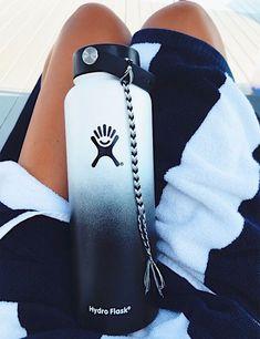 Best 11 vsco friendship bracelets – Page 346636502568392448 Water Bottle Art, Cute Water Bottles, Drink Bottles, Hydro Flask Water Bottle, Summer Bracelets, String Bracelets, Summer Aesthetic, Bracelet Patterns, Friendship Bracelets