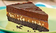 Nevjerovatna torta koja se lako sprema, hrskava i kremasta…  Sastojci  Za koru:  650 g izmrvljenog čokoladnog keksa  150 g istopljenog put...