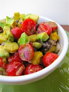Guacamole Salad--this looks what i eat all summer long! Healthy Food Choices, Healthy Recipes, Avocado Guacamole, Clean Eating, Healthy Eating, Friend Recipe, Plant Based Eating, Yummy Eats, No Cook Meals