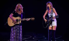 """Taylor Swift Sings """"Smelly Cat"""" on Stage with Lisa Kudrow"""