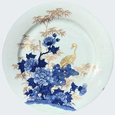 Chinese charger decorated with a crane. Pottery Painting, Ceramic Painting, Fabric Painting, Painted Plates, Plates On Wall, Homemade Home Decor, Blue Pottery, Japanese Porcelain, China Art