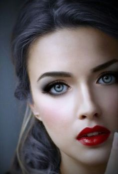 The Perfect Red Lipstick For All Skin Tones ideas 48 – Rema Selena Most Beautiful Faces, Beautiful Lips, Gorgeous Eyes, Pretty Eyes, Cool Eyes, Beautiful Women, Girl Face, Woman Face, Belle Silhouette