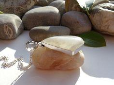Pendentif argent 925 pierre de lune, bijou pierre de lune argent 925, bijou triangle pierre naturelle : Pendentif par lapassiondisabelle