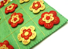 Felt tic-tac-toe game - flowers game - toy - Birthday present for children - Kids Christmas present -- by Grabacoffee