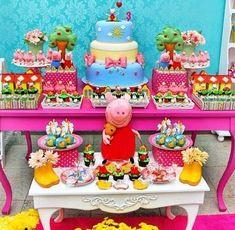 mesa de dulces para fiestas infantiles 3rd Birthday Parties, Baby Birthday, Princess Peppa Pig Party, Bolo Da Peppa Pig, Aniversario Peppa Pig, Dessert Table, Diy For Kids, Birthdays, George Pig