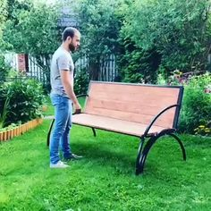 diy furniture videos Um banco de jardim que tambm uma mesa Folding Furniture, Space Saving Furniture, Home Decor Furniture, Garden Furniture, Furniture Decor, Furniture Projects, Furniture Plans, Best Outdoor Furniture, Refurbished Furniture