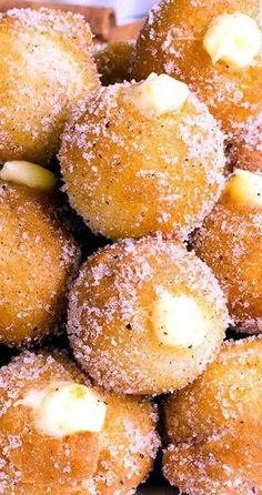 Oh my gosh, these look yummy!Snickerdoodle Poppers with Creamy Vanilla-WhiteCchocolate Filling Baking Recipes, Cookie Recipes, Dessert Recipes, Mini Desserts, Donuts, Delicious Desserts, Yummy Food, Breakfast Desayunos, How Sweet Eats