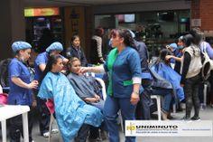 Salón de belleza se trasladó a UNIMINUTO, significativa participación de las estudiantes.