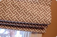 33 Shades of Green: Tutorial.How to Sew a Roman Shade - without using mini blinds Diy Blinds, Diy Curtains, Window Blinds, Room Window, Kitchen Curtains, Sewing Crafts, Sewing Projects, Diy Projects, Window Coverings
