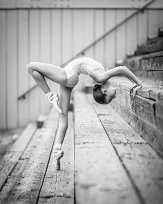 Stunning dance pose ideas for stairs from amazing dance photographers around the world. Be sure to bookmark your favorite dance poses for your next session. Dance Picture Poses, Dance Photo Shoot, Poses Photo, Dance Poses, Poses For Pictures, Dance Pictures, Modern Dance Photography, Ballet Photography, Ballet Poses