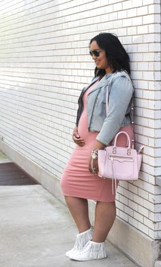 Pregnant Street Style Outfits So Chic You'll Want to Recreate Them Even If You're Not Expecting Pregnant Street Style: 35 stylish maternity outfit ideas that prove you can still look chic as a mama-to-be! Cute Maternity Outfits, Stylish Maternity, Pregnancy Outfits, Maternity Wear, Maternity Fashion, Maternity Styles, Maternity Swimwear, Pregnancy Fashion, Maternity Clothing