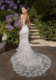 Love the lace at the bottom of this dress.