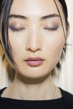 Minimal sultry makeup
