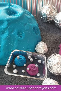 Use one foil tray to make these 4 fun and hands on space themed sensory bins. Perfect for toddlers and preschoolers! Sensory Activities Toddlers, Creative Activities For Kids, Baby Sensory, Sensory Bins, Sensory Play, Creative Kids, Preschool Activities, Preschool At Home, Toddler Preschool