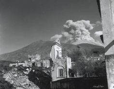 Vesuvio in 1944 #eruption #vesuvius #volcano #ruins #mountvesuvius #pompeii #vesuvio #mountain #pompei #excursions #travel #italy #faunopompei