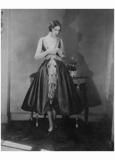 Joan Clement in Lanvin's crystal embellished robe de style Edward Steichen, Vogue, November 1, 1926