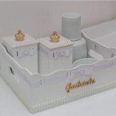 Kit higiene em mdf com aplique de pérolas!! Feito para decorar o quartinho da Gabriela!!! Encomenda  - atelielepetitsp