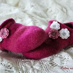 Pitsin viemää: Sukat vauvalle ilman kärkikavennuksia + ohje Felted Slippers, Wool Socks, Baby Knitting Patterns, Wonderful Things, Joki, Handicraft, Teet, Needlework, Diy And Crafts