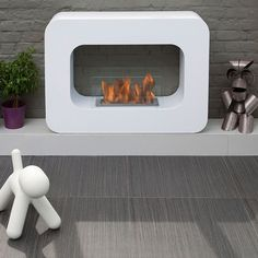The Orlando is a mod mobile fireplace that works on your living room floor or elevated for drama in your environment. The Orlando's bio-ethanol flame is dirt-free for a clean, contemporary look.