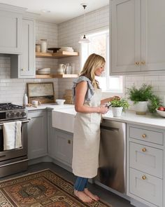 32 Wonderful Kitchen Design Ideas For Apartment. If you are looking for Kitchen Design Ideas For Apartment, You come to the right place. Below are the Kitchen Design Ideas For Apartment. This post ab. Kitchen Redo, Kitchen And Bath, Light Grey Cabinets Kitchen, Kitchen Cabinet Colors, Corner Shelves Kitchen, Kitchen Ideas, Floating Shelves Kitchen, Gray And White Kitchen, Neutral Kitchen