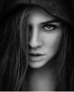 Zwart Wit Fotografie Portrait Photography, Photography Ideas, Pure Products, Black And White, Portraits, Nice, Fashion, Photos, Tatuajes