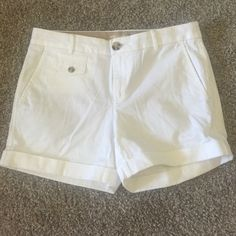 Banana Republic shorts Size 4 white shorts. GREAT condition. Only worn a couple of times. Banana Republic Shorts Bermudas