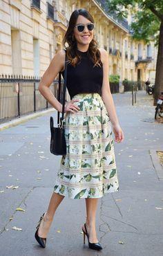 Paris-streetstyle-Iorane-Cropped-midi-saia-skirt-print-flowers-floral-estampa-Carmen-Steffens-Lari-Duarte-blog-blogger-look-du-jour-outfit-inspiration-streets-parisien-1