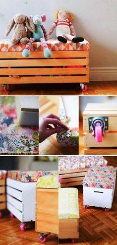 Convierte una caja de madera en un estupendo rincón para tu hogar en dos sencillos pasos: 1. Tapiza la tapa de la caja con espuma y tela....