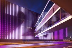 of Ziggo Dome / Benthem Crouwel Architects - 9 Ziggo Dome by Benthem Crouwel Architects.Ziggo Dome by Benthem Crouwel Architects. Facade Architecture, Contemporary Architecture, Facade Lighting, Lighting Concepts, Lighting Design, Famous Architects, Wayfinding Signage, Building Facade, Digital Signage
