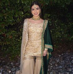 25 Times *Tris Dhaliwal* Looked Like A Hot Cookie In Indian Outfits! Desi Wedding Dresses, Pakistani Wedding Outfits, Pakistani Bridal Wear, Pakistani Dress Design, Pakistani Dresses, Indian Dresses, Indian Outfits, Pakistani Fashion Casual, Indian Fashion