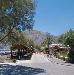 Take a walk in Kamari