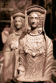 Life-sized Etruscan terracotta female statues from Lanuvium have a medival look to them C.500BC