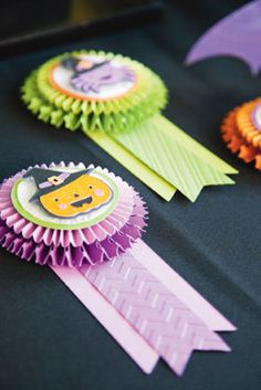 Best Costume Badges Are you hosting a costume party this year? Create these cute badges to recognize your favorite ghouls and goblins. These badges are made using the Ribbons & Rossetes, Something to Celebrate, and Create a Critter 2 cartridges. Halloween Boo, Halloween Projects, Halloween Cards, Holidays Halloween, Halloween Decorations, Halloween Goodies, Halloween Ideas, Scrapbooking, Scrapbook Paper Crafts
