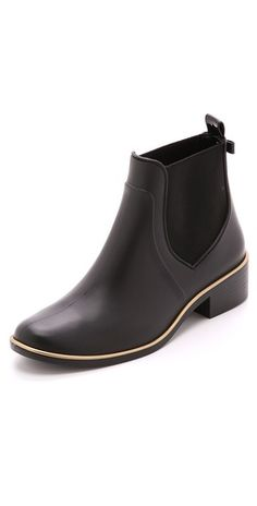 Kate Spade New York Sedgewick Short Rain Boots are theses not the cutest rain boots you've ever seen Sock Shoes, Cute Shoes, Me Too Shoes, Shoe Boots, Barn Boots, Ensembles Outfit, Outfits, Dream Shoes, Crazy Shoes