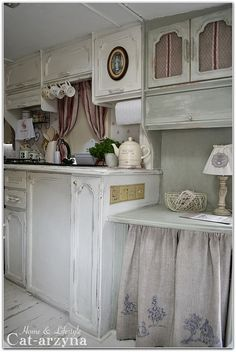 Cottage on Wheels - just darling! (Too much white for me, but lawd it's gorgeous!)