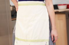 I like the t-shirt apron in this article. It would be perfect for my granddaughter. She will wear an apron but not a bib. It would be nice at meal time.