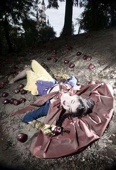 51 Annie Leibovitz Captures - From Celebrity Fairytale Photoshoots to Designer Muse Portraits (TOPLIST)