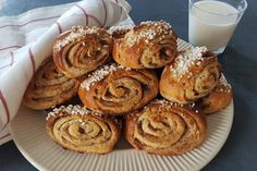 Gluteenittomat korvapuustit 200 Calories, Pancakes, French Toast, Muffin, Sweets, Baking, Breakfast, Recipes, Recipe Ideas