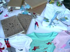 T-shirt, quaderni, segnalibri...